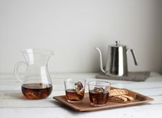 Nüspace presents SLOW COFFEE STYLE coffee carafe set, enjoy the richness of going slow, an invitation to pour over coffee. Carafe comes with a filter to let you brew aromatic coffee. Coffee Bread, Cold Brew Iced Coffee, Nitro Coffee, Pour Over Coffee, Espresso Coffee, Wine Decanter, Carafe, Brewing, Tumbler