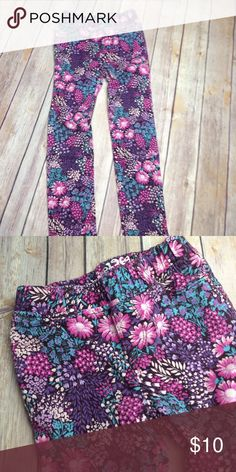 Floral jegging Like new! Smoke free and pet free home. Bundle and save! GAP Bottoms Jeans