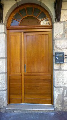 Porte d 39 entr e panneaux plate bande avec moulure grand cadre et partie haute vitr e portes d - Porte d entree avec imposte vitree ...