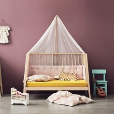 Leander& mid-century inspired Linea Cot goes from a newborn crib, to a regular crib, to a toddler bed, and eventually to a two-seater sofa. Modern Baby Furniture, Modern Crib, Nursery Furniture, Kids Furniture, Furniture Design, Sofa Design, Furniture Market, Furniture Companies, Cot Bumper