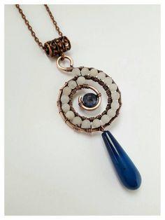 Collar de jade blanco, envuelto colgante, collar de ágata azul, alambre envuelta joyería, joyería de cobre, collar de alambre envuelto, joyas boho
