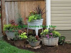 Solutions To Show That Pest Command Products And Services Are Useful For That Individuals New Diy Garden Pots Garden Yard Ideas, Lawn And Garden, Garden Projects, Garden Pots, Garden Bar, Fence Ideas, Spring Garden, Porch Ideas, Vintage Garden Decor