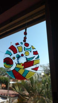 Disco decorado con pintura para vitral