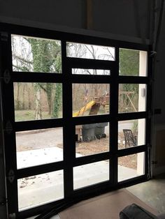 Ideas industrial glass garage door living spaces for 2019 Clear Garage Doors, Roll Up Garage Door, Black Garage Doors, Garage Door Windows, Best Garage Doors, Glass Garage Door, Black Front Doors, Roll Up Doors, Garage Door Design
