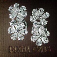 This splendid earrings with diamond arranged in flower inspired cluster from #PrimaGems