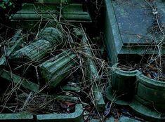 40 Hauntingly Beautiful Photographs Taken In Graveyards