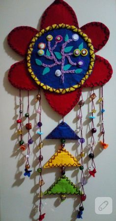 Perlen Filz Wand Ornament, – Rebel Without Applause Hand Embroidery Flowers, Beaded Embroidery, Embroidery Designs, Felted Wool Crafts, Felt Crafts, Diy Crafts, Wall Ornaments, Indian Crafts, Felt Baby