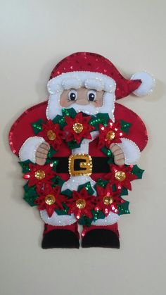 Santa muy elegante para decorar la puerta #fieltro #hiloyaguja #lentejuela #navidad #santa