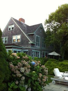 55 best grey gardens (the restoration) images in 2016 Edie Bouvier Beale, Edie Beale, Grey Gardens House, Gray Gardens, Hampton Garden, Los Kennedy, Gardening Magazines, East Hampton, Organic Gardening