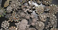 how to make a brouch bouquet My Creative Bliss: Brooch Bouquet Bling Bouquet, Beaded Bouquet, Button Bouquet, Wedding Brooch Bouquets, Diy Bouquet, Bride Bouquets, Boquet, Brouch Bouquet, Brooch Bouquet Tutorial