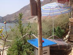 Chiringuito en lo alto de la Cala de San Pedro en el parque Natural de Cabo de Gata en Almería, España. Agosto 2012. Unas 20-30 personas viven habitualmente en las cuevas de la zona.