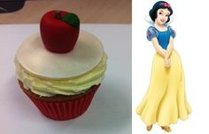 Snow White Cupcake at a Princess Party #princessparty #cupcake