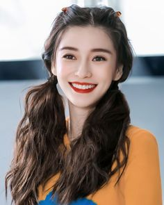 "Angelababy / My family 's cure for the nose is smiling ꒰ ´͈ω`͈ ꒱ ""Look up and smile and tell yo Girl Drawing Pictures, Girl Pictures, Beautiful Japanese Girl, The Most Beautiful Girl, Angelababy, Styling Tools, Asian Woman, Straight Hairstyles, Her Hair"