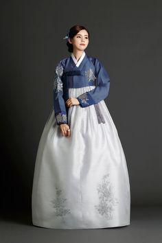 시어머니 158 Korean Hanbok, Korean Dress, Korean Outfits, Korean Traditional Dress, Traditional Fashion, Traditional Dresses, Hanbok Wedding, Culture Clothing, Oriental Dress