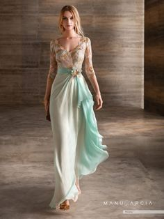 Gorgeous Embroidered Asymmetric Chiffon Backless Sheath Evening Maxi Dress / Evening Gown with V-Neck Cut, Half Long Sleeves and Open Back. Dress by Manu Garcia Costura Lovely Dresses, Beautiful Gowns, Elegant Dresses, Gauze Dress, Dress Up, Evening Dresses, Prom Dresses, Wedding Dresses, Couture Dresses