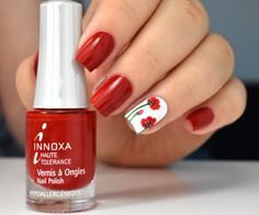 Poppy nails avec 1001Pharmacies - Innoxa Rouge Couture - poppies - coquelicots