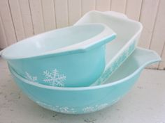 Vintage 1950s Pyrex Casserole Dishes Mixing Bowl Set by Bingville