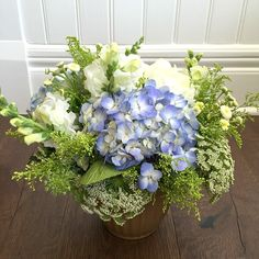Essential rules of flower arranging Blue and white lacey arrangement http://mysoulfulhome.com