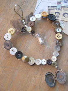 Button Craft | Sweet Meas Home-Made Vintage would be so cute in a shabby chic little girls room :)