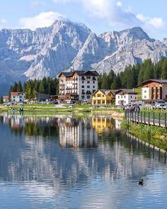 Lago di Misurina   Venetien . foto di . Il lago di Misurina ist der Lago naturale p … – HotelPedi Places To Travel, Places To Go, Beautiful Places In The World, Hotels, City Break, Travel Abroad, Adventure Is Out There, Best Cities, Amazing Destinations