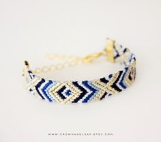 Pulsera macrame / pulsera hilos / pulsera nudos / Navy Aztec / XO / Gold Chain Friendship Bracelet / Woven Bracelet / Navy Blue and Gold / Gold Chain Bracelet / Braided Bracelet / Tribal by crownandleaf on Etsy