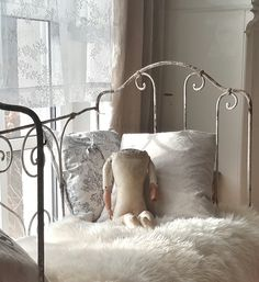 1000 images about home decorations brocante charmante on pinterest brocante shabby and. Black Bedroom Furniture Sets. Home Design Ideas