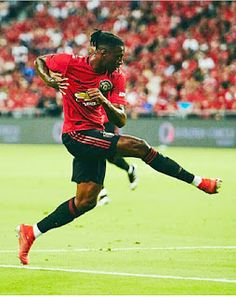 Aaron Wan Bissaka has impressed so far for United. We look at what he has brought to United Real Madrid Soccer, Barcelona Soccer, Fc Barcelona, Manchester United Champions League, Manchester United Players, Messi Soccer, Nike Soccer, Soccer Cleats, Soccer Usa