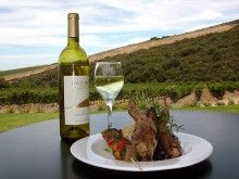 What makes Hillcrest Estate truly special is its location. Any wine lover or winemaker knows that location is single most important factor in determining wine quality. South African Holidays, Wine Lover, Places To Eat, White Wine, Wines, Cape, Alcoholic Drinks, Restaurants, Adventure