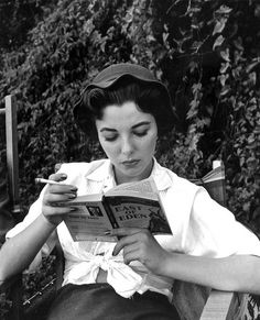 Books and Art: Joan Collins reads East of Eden by John Steinbeck. People Reading, Woman Reading, Joan Collins, Jackie Collins, Classic Hollywood, Old Hollywood, Celebrities Reading, How To Read People, East Of Eden