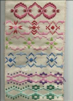 Discover thousands of images about Resultado de imagen para hardanger ponto reto Bargello Needlepoint, Broderie Bargello, Needlepoint Stitches, Needlework, Embroidery Online, Learn Embroidery, Embroidery Patterns, Hand Embroidery, Stitch Patterns
