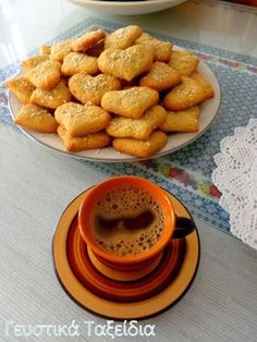ΠΑΡΑΔΟΣΙΑΚΑ ΚΟΥΛΟΥΡΑΚΙΑ ΟΥΖΟΥ. - Daddy-Cool.gr Pretzel Bites, French Toast, Favorite Recipes, Bread, Cookies, Breakfast, Food Ideas, Food, Brot