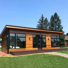 The Difference Cedar Siding Makes . Container Home Designs, Container House Plans, Modern Tiny House, Tiny House Cabin, Small House Design, Bungalow, Contemporary Garden Rooms, Backyard Office, Luxury Restaurant