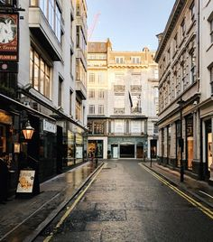 Even if this street was quiet I still got a few looks when I stood in the middle of it to take a photo. Usually I see puzzled faces when I am taking a photo of a house or a scene that people wouldn't usually take photos of.  Don't even get me started on the looks in coffee shops/ restaurants . #thisislondon  #prettycitylondon