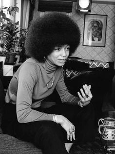Angela Davis wearing dark slacks and a turtle neck top complimented by a simple necklace and her classic afro. Angela Davis, Women In History, Black History, Black Panthers Movement, Alabama, Jet Magazine, Black Panther Party, Vintage Black Glamour, African American Women