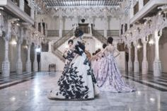 Bold and luxurious, Addiction gowns were designed with a variety of top fabrics such as tulle, lace, velvet, providing both comfort and elegance with movement in the night.