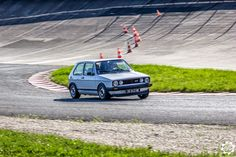 #Volkswagen #Golf #GTI à #Montlhéry pour le roulage du SCCT. Photo de Julien. Issu de l'article : http://newsdanciennes.com/2015/04/23/grand-format-news-danciennes-au-roulage-du-scct/ Grand Format : News d'Anciennes au roulage du SCCT | News d'Anciennes #ClassicCar #Voiture #Ancienne