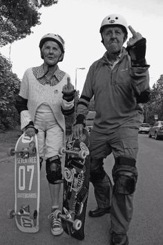 Never too old to skateboard. This helps me with wanting to buy a longboard. Girls Skate, Charlie Brown Jr, Skate Surf, Skate Fish, Skate Ramp, Young At Heart, Longboarding, Stay Young, Die Young