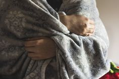 Have you tried a weighted blanket for your FM symptoms? Let me tell you how a weighted blanket can help manage anxiety, pain, sensory overload, and more. Have you ever heard of using weight or deep… Weighted Blanket For Adults, Best Weighted Blanket, Arthritis, Signs Of Iron Deficiency, Chemo Care Package, Relaxation Techniques, Cervical Cancer, Influenza, Environmental Science