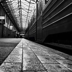 Helsinki Railwaystation   Photo by Niko Karumaa / on Instagram @richardroughland Helsinki, Louvre, Building, Instagram Posts, Travel, Parking Lot, Viajes, Buildings, Destinations