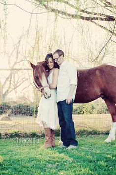 Horse ranch engagement by Lillabella Photography