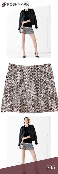 """BANANA REPUBLIC KNIT JACQUARD FLARE SKIRT Beautiful Banana Republic KNIT Jacquard Mini Flare Skirt🔹Back concealed zip🔹Flounce hem 🔹Size 4:  31"""" waist, 33"""" length🔹Fabric: 52% cotton, 49% polyester, 2% spandex🔹NO trades🔹Smoke Free Home🔹Please visit our wonderful friend 🔹Molinda @molinda25🔹For more beautiful Banana Republic treasures🔹Thank you for stopping by💕 Banana Republic Skirts Mini"""
