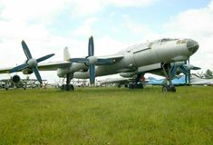 Tu-95 'Bear' bomber  (click here to open a new window with this photo in computer wallpaper format)