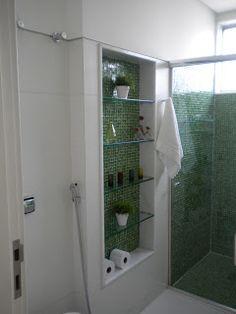 banheiro social branco e verde