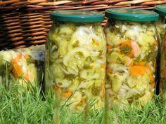 Sałatka z ogórków na kolorowo Colorful cucumber salad - canned Cucumber Salad, Fresh Rolls, Pickles, Zucchini, Mason Jars, Salads, Canning, Vegetables, Ethnic Recipes