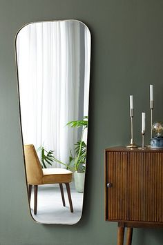 Retro home decor - Really retro yet cozy pointer. retro home decorating art deco example and advice note 6270562855 produced on this day 20190502 Interior Design Minimalist, Best Interior Design, Interior Decorating, Decorating Ideas, Midcentury Modern Interior, Decorating Websites, Decoration Inspiration, Interior Inspiration, Mirror Inspiration