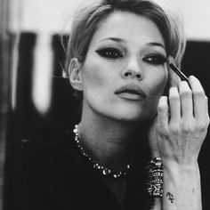 «KATE MOSS. #mirrormirror #goodnight #katemoss #peterlindbergh @2bmanagement @gagosiangallery»