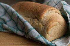 Pão branco feito sem ingredientes de origem animal. Descomplicado, uma massa com poucos ingredientes que resulta em um pão super fofinho