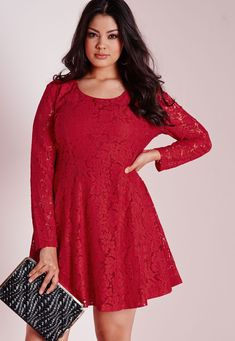 Tons of brands have started catering to curvy girls, expanding their clothing lines for plus size women…plus size women, with plus size wallets. While there are many boutiques out there offering plus size clothing at prices a bit out of our college-girl-budget,we've rounded up10 of the best AFFORDABLE plus size clothing websites where you can […]