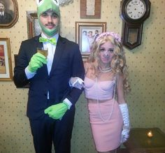 DIY Sesame Street Miss Piggy and Kermit the Frog Halloween Couple Costume Idea