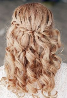 Loose Waterfall Braid - Feminine Bridal Hair yes! Flower Girl Hairstyles, Cute Hairstyles, Braided Hairstyles, Curly Bridesmaid Hairstyles, Hairstyle Ideas, Wedding Curls, Unique Wedding Hairstyles, Hair Due, Prom Hair
